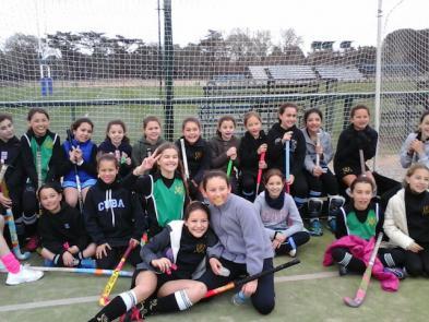 La 9C invitó a las chicas de BDS a la foto de equipo.