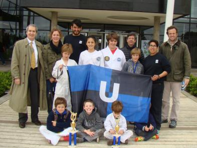 Parte de los representantes CCU en el 18º Campeonato Metropolitano con familiares, Profesores Romero, Hauri y el Maestro Horacio Boitano