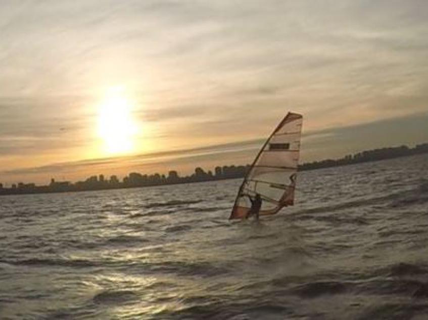 Windsurf after office. CUBA Nuñez