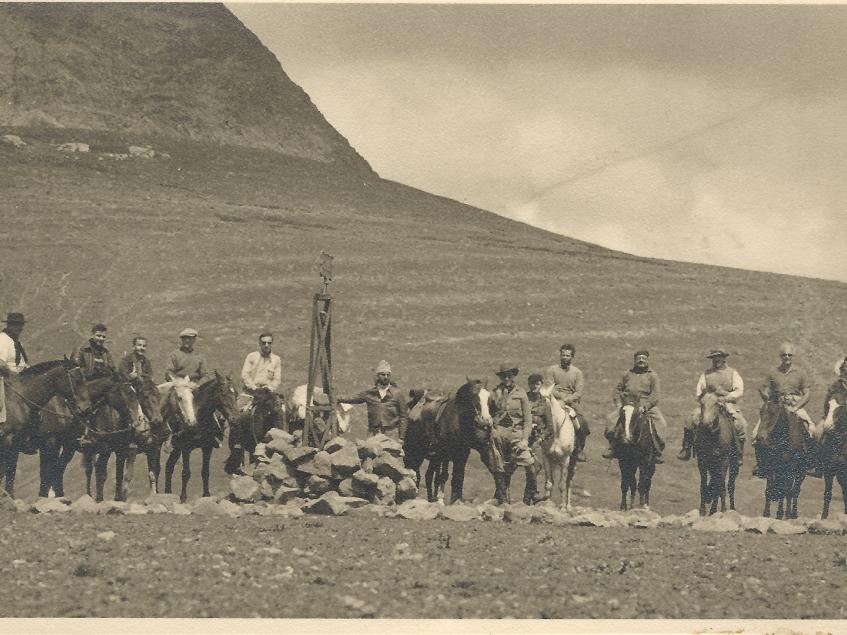 Hito Fronterizo con Chile, cruce a caballo año 1952