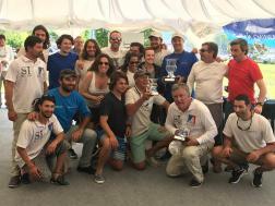 Las tripulaciones del Complice y Papareim con sus premios.