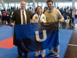 Rosario González primer puesto en forma, categoría Taekwon-Do Adaptado. A la izquierda el Maestro Horacio Boitano, a la derecha el coach Prof. Juan José Ancona.